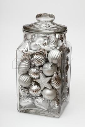 11074269-frasco-de-vidrio-lleno-de-plata-decoraciones-de-navidad-en-blanco